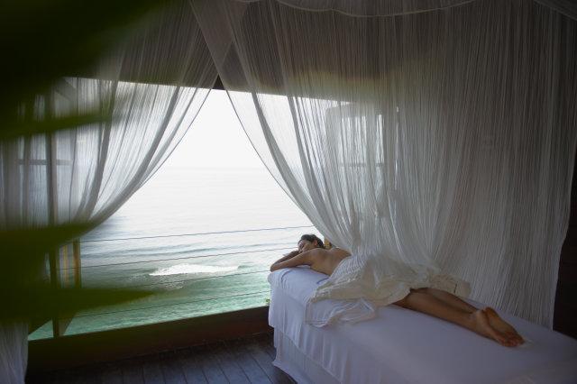 Karma-Kandara-Massage-Overlooking-Sea
