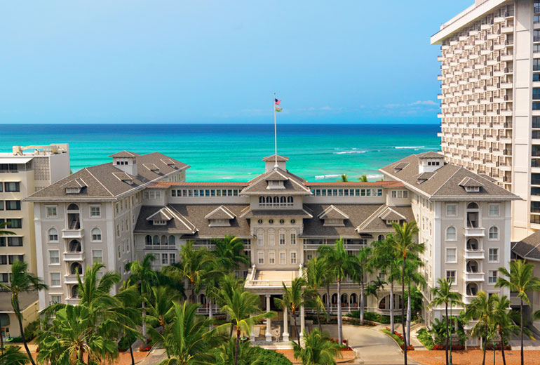 Moana-Surfrider-Hotel-View-Outside
