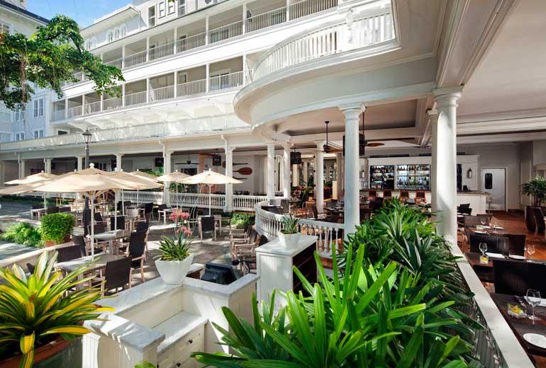 Moana-Surfrider-Restaurant-Balcony-3