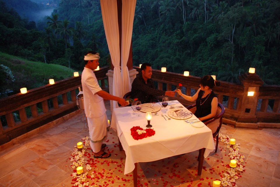 Viceroy-romantic-candlelight-dinner