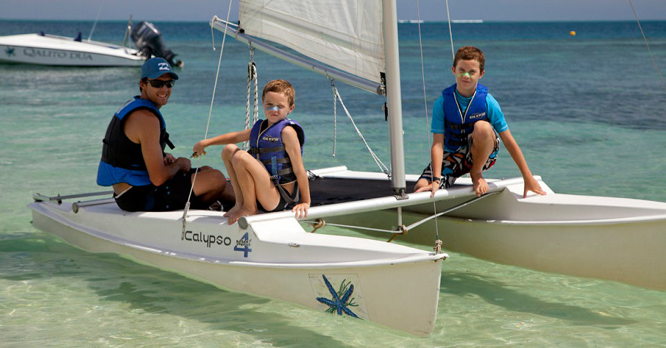 Castaway-kids-and-dad-on-boat