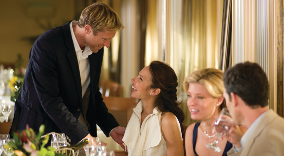 Guests-dining-restaurant-Seabourn-1