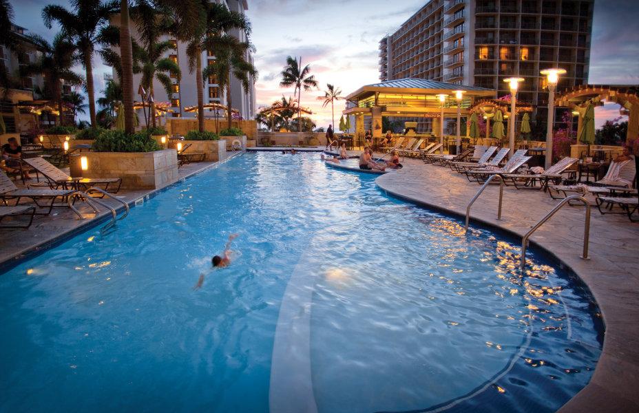 Embassy-Suites-Pool