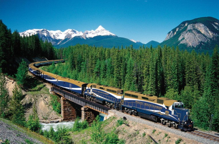 Rocky-Mountaineer-Train-scaled-e1444356790323