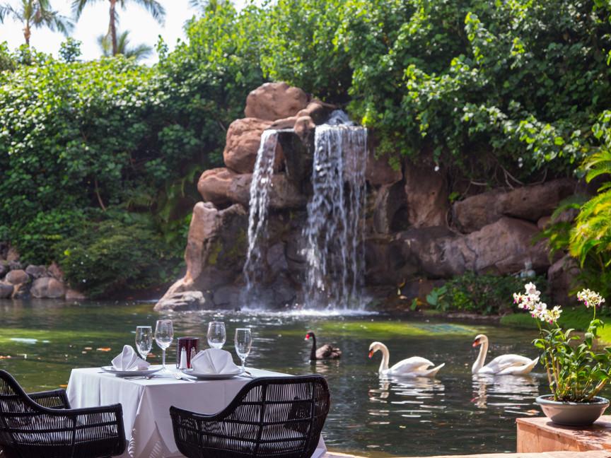 Swan-dining-Grand-Hyatt-Maui-resized