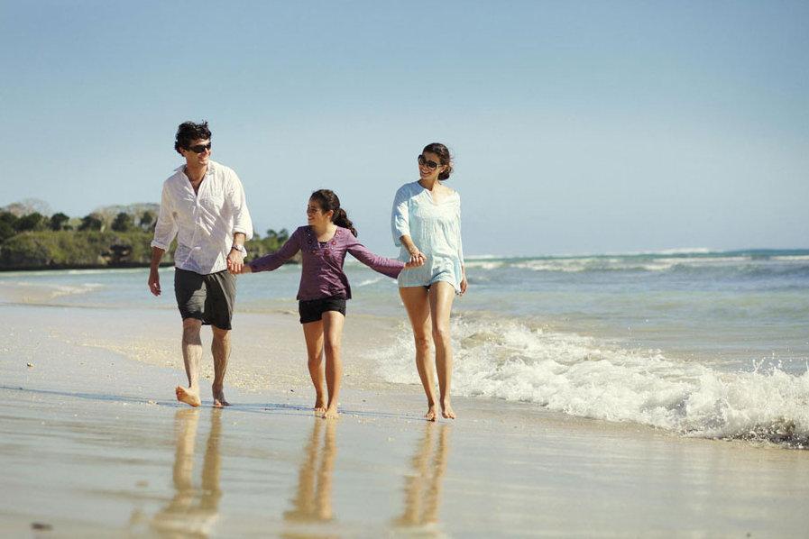 Intercont-Fiji-beach-scene