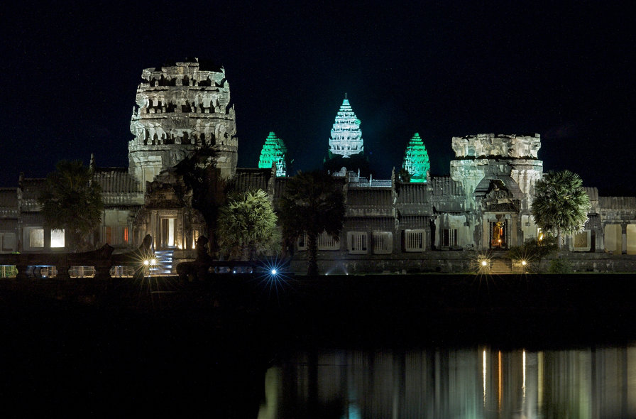Angkor-Wat-at-night