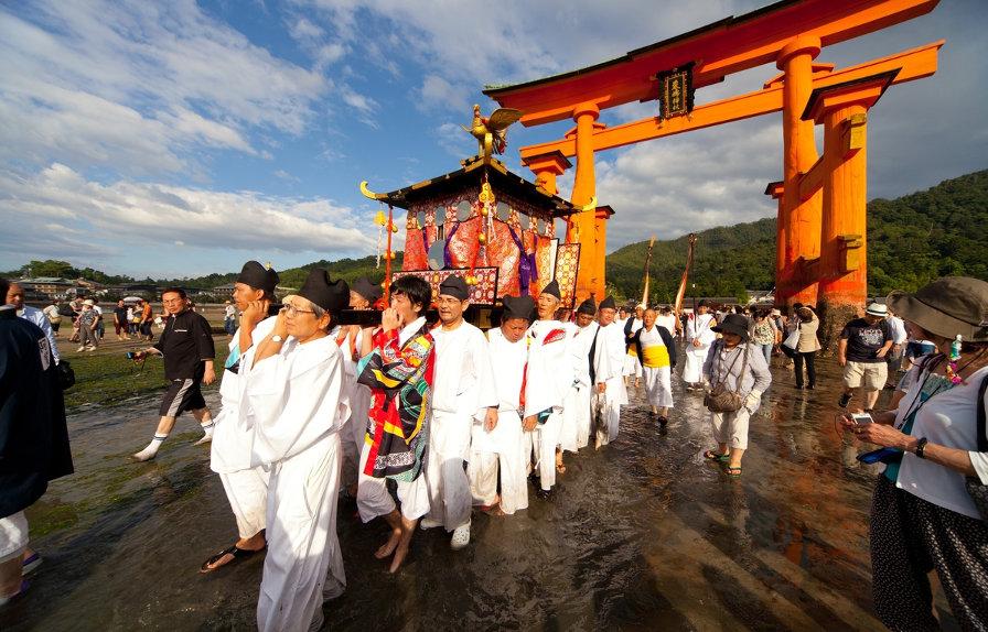 Japan-Miyajima-Kangensai-Festival-Miyajima