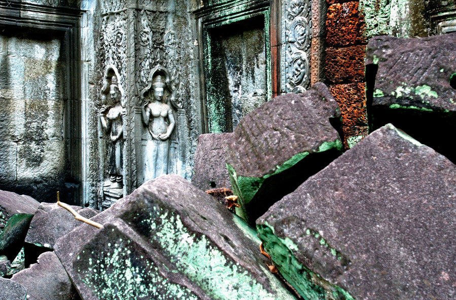 Outer-walls-of-Ta-Phrom-Temple-Angkor-Cambodia