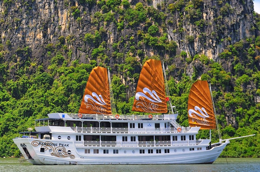 Paradise-Peak-Boat