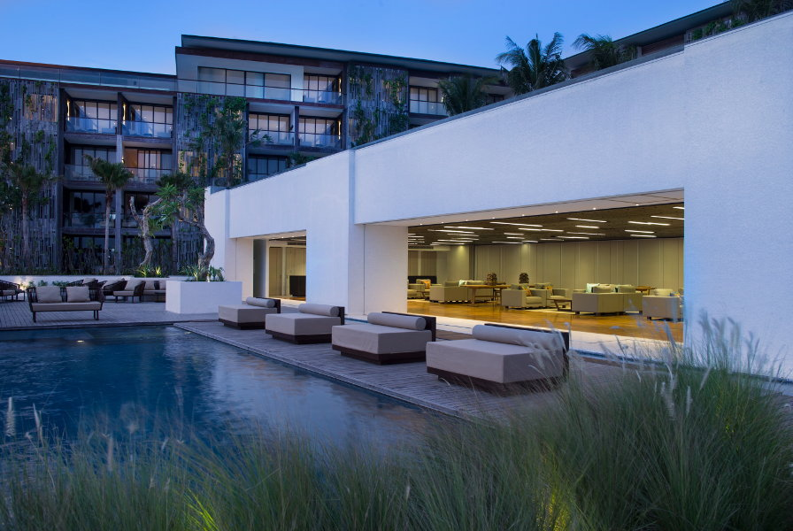 Alila-Seminyak-Beach-Bar-Pool-01