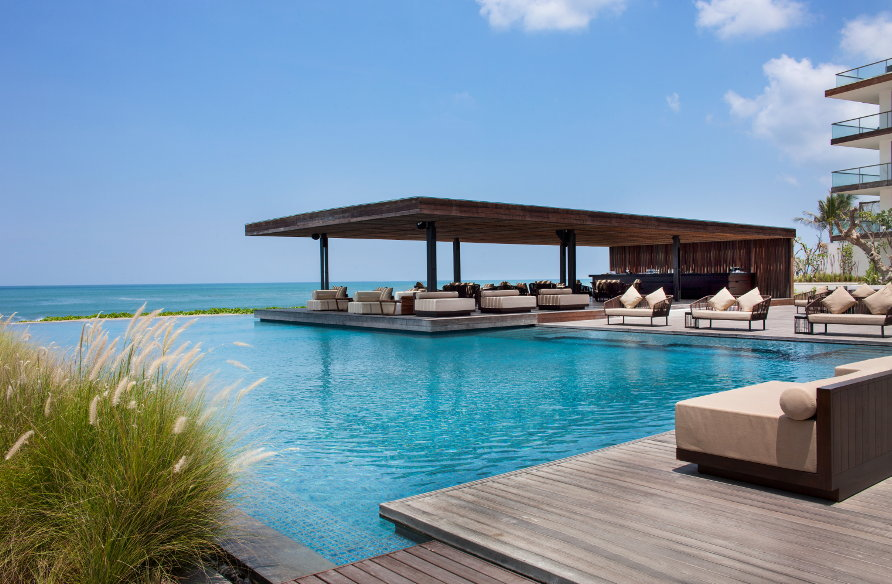 Alila-Seminyak-Beach-Bar-by-day-01