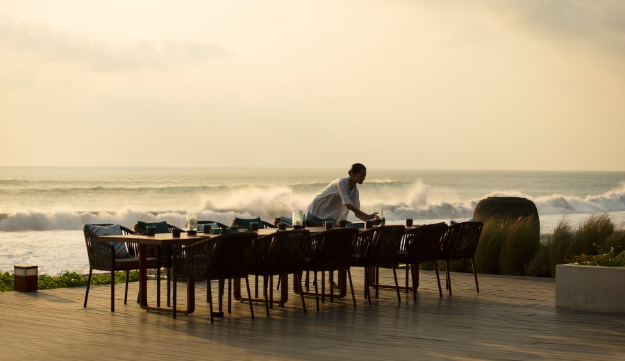 Alila-Seminyak-Restaurant-Outdoor-Group-setup-01