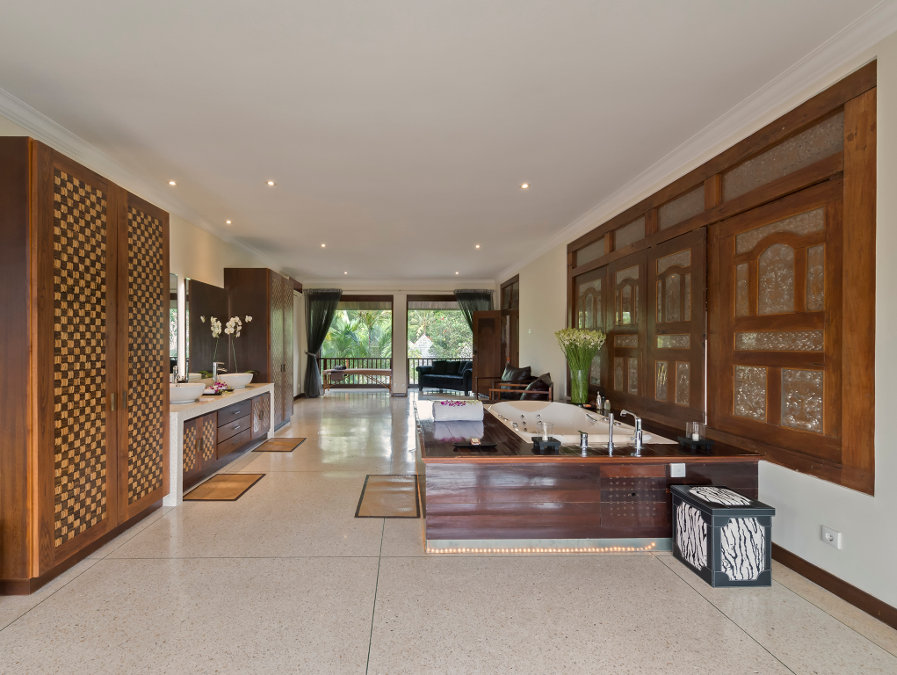 Villa-Manis-Canggu-Master-Bathroom
