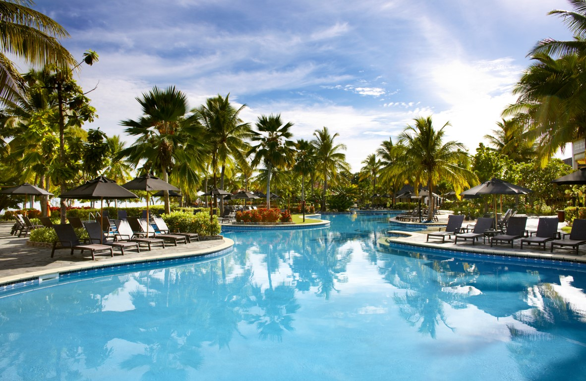 Sofitel-Fiji-Lagoon-pool