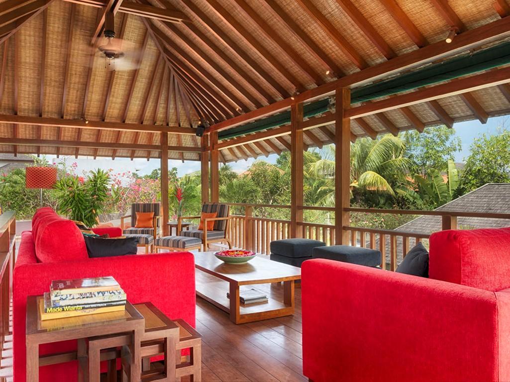Villa-Shinta-Dewi-Multiple-living-spaces