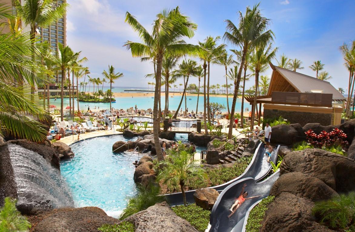 Hilton-Hawaiian-Village-Poolwithslides_01_HR