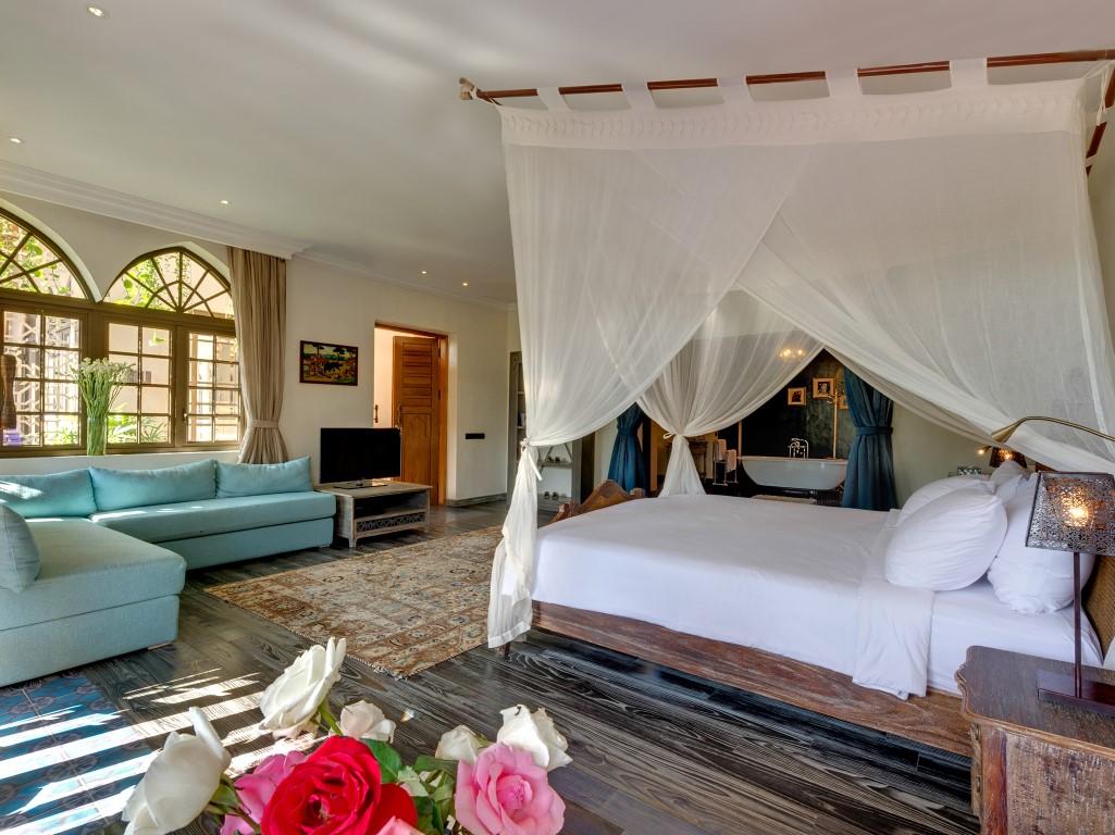 Villa-Sayang-dAmour-Bedroom-suite-opulence
