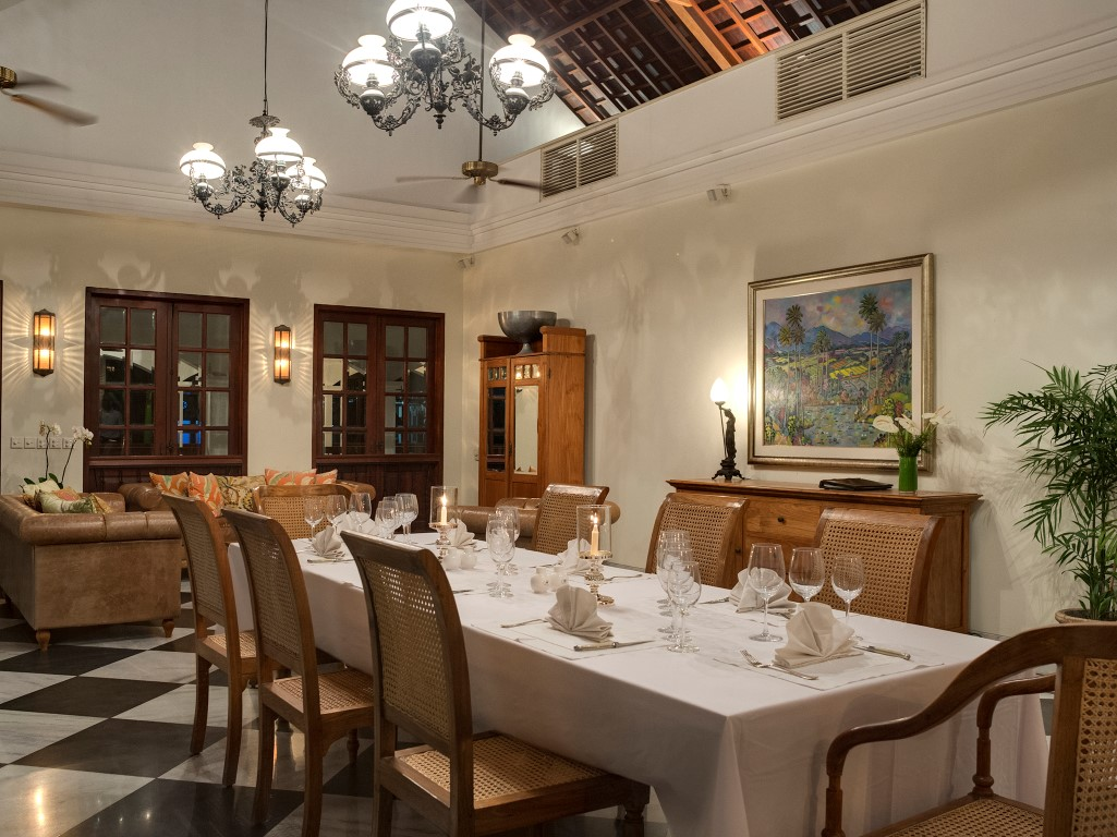 Villa-Batavia-Indoor-dining