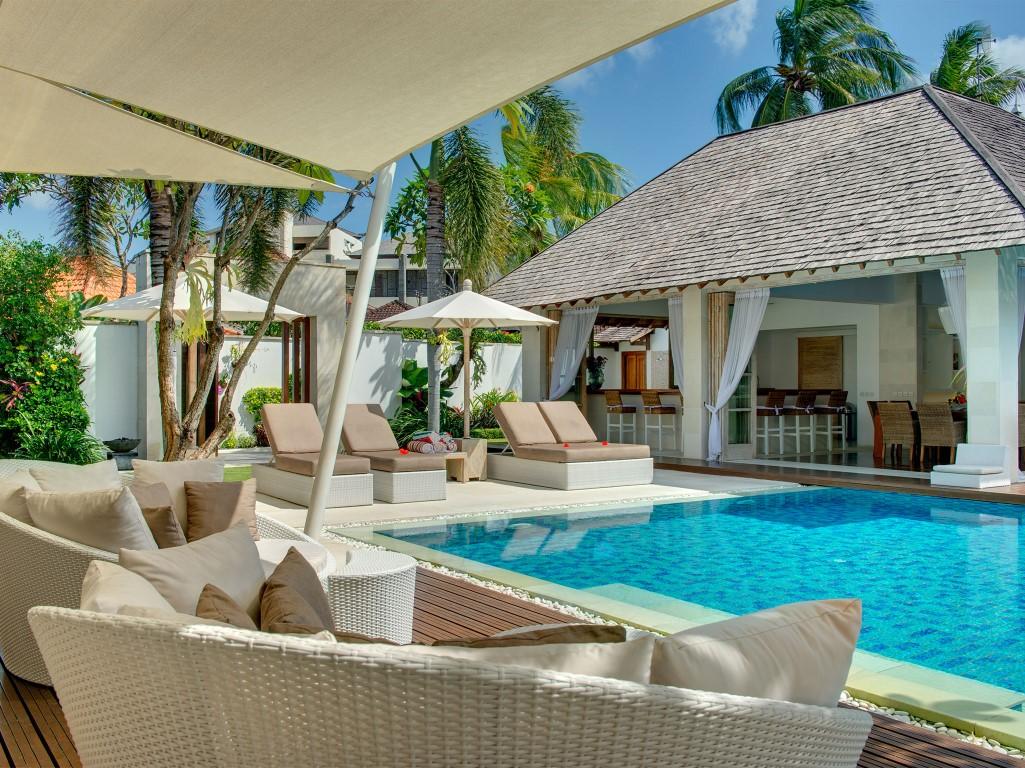 Villa-Jajaliluna-main-pavilion-sun-deck