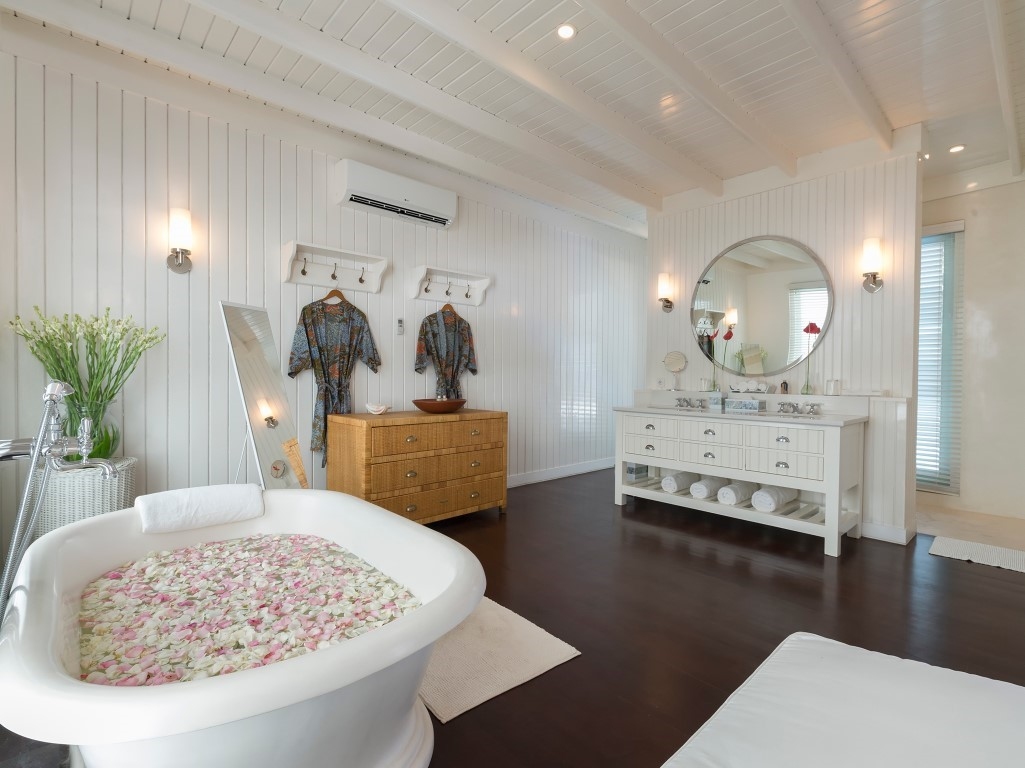 Villa-Lulito-Master-bathroom