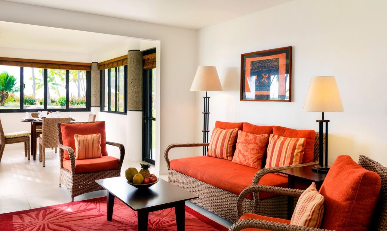 Sheraton-Denarau-Villas-lounge-dining-area