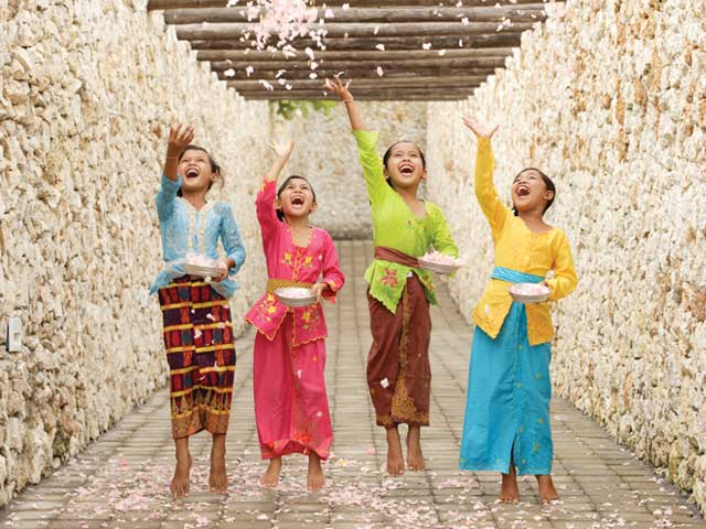 Karma-Kandara-Children-Throwing-Petals