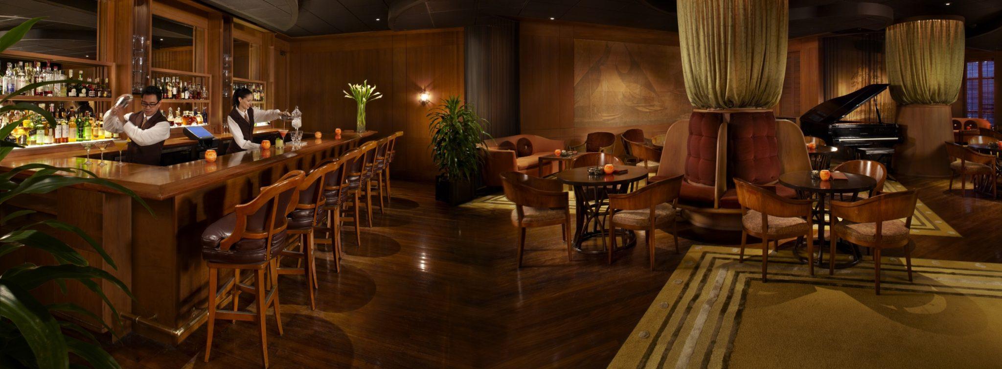 HAWHAL-1-2-Halekulani-Lewers-Lounge