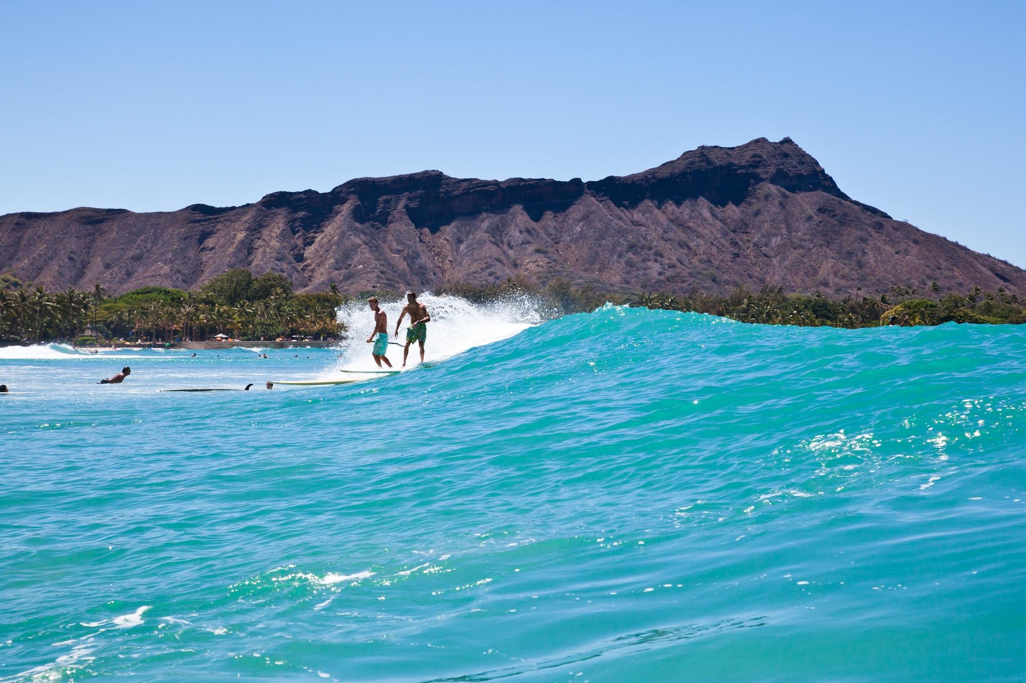 Hawaii-Tourism-Men-Surfing-2