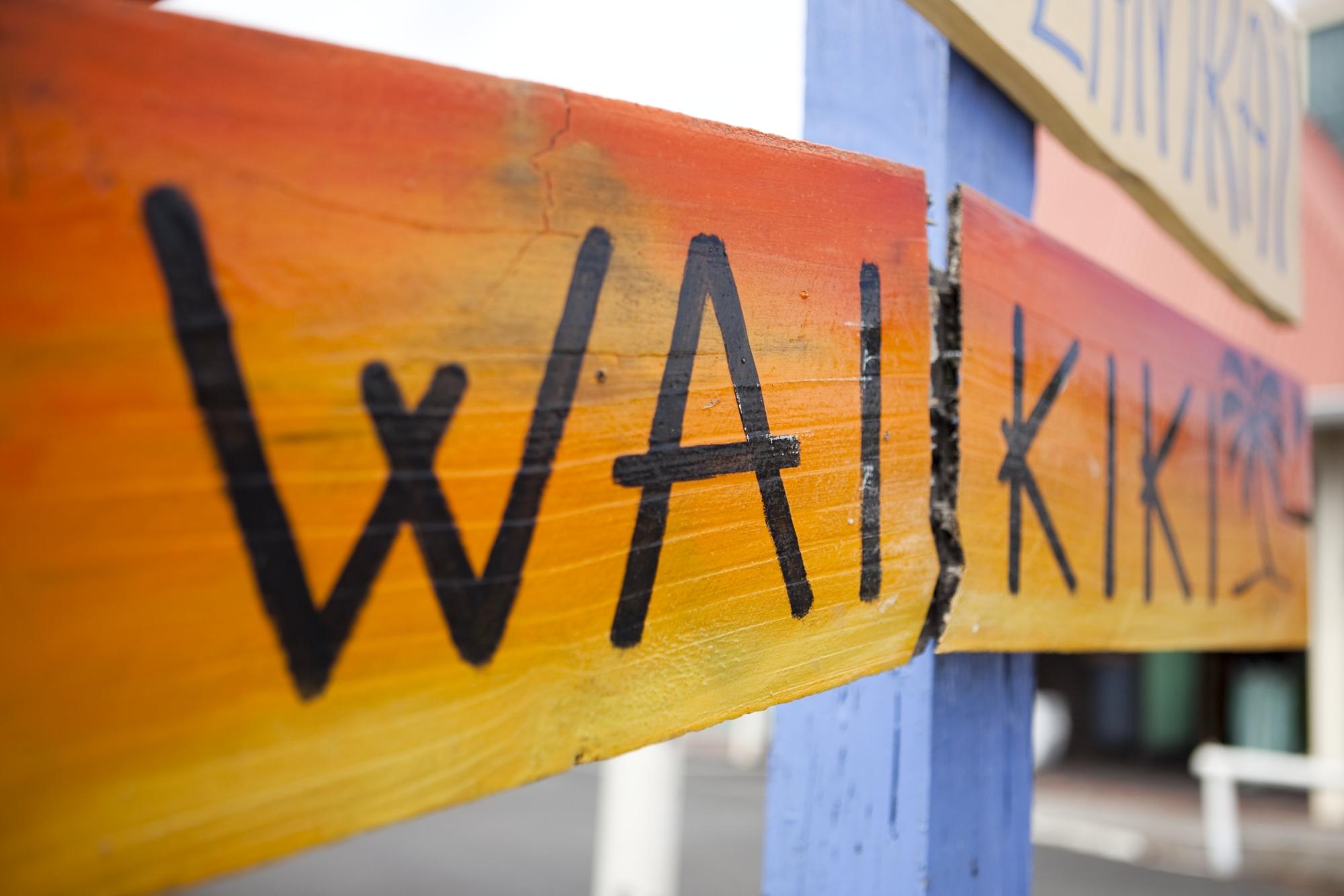 Hawaii-Tourism-Waikiki-Sign
