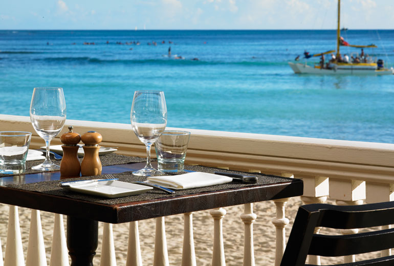 Moana-Surfrider-Romantic-Setting-View