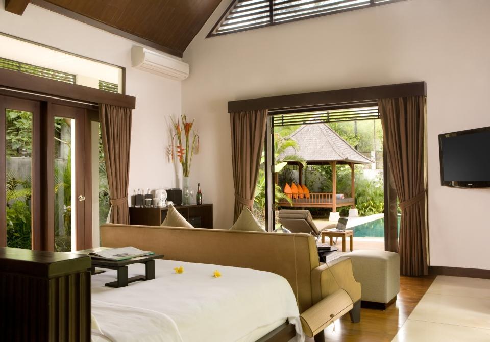 The-Samaya-Hill-Side-Villa-Bedroom