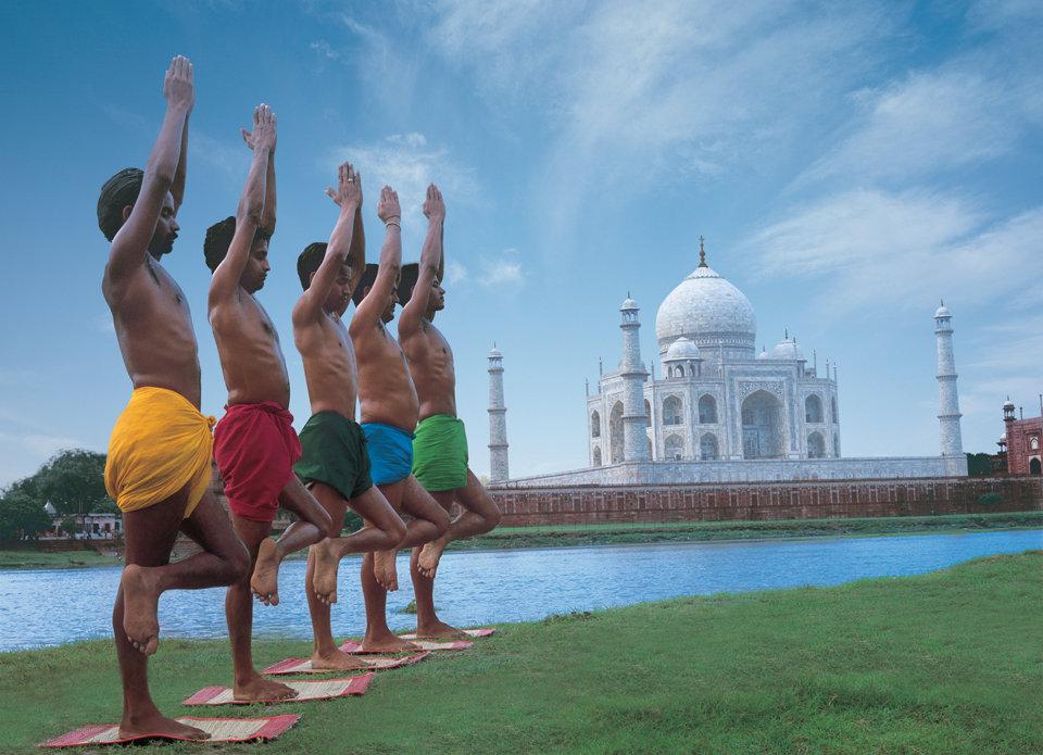 Coloured-men-outside-Taj-1