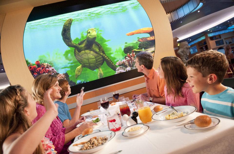 Kids-at-Dinner-in-Restaurant-1