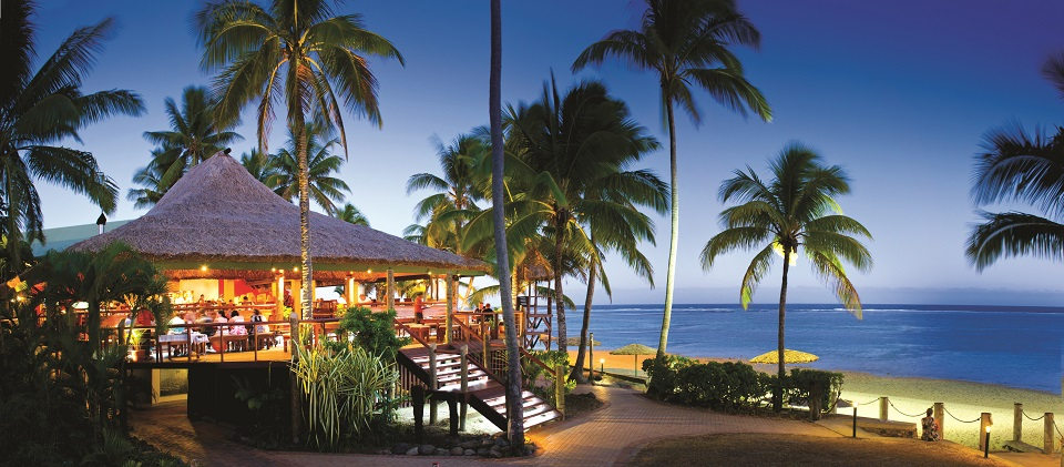 Outrigger-on-the-Lagoon-Fiji_Sundowner-Bar-Grill