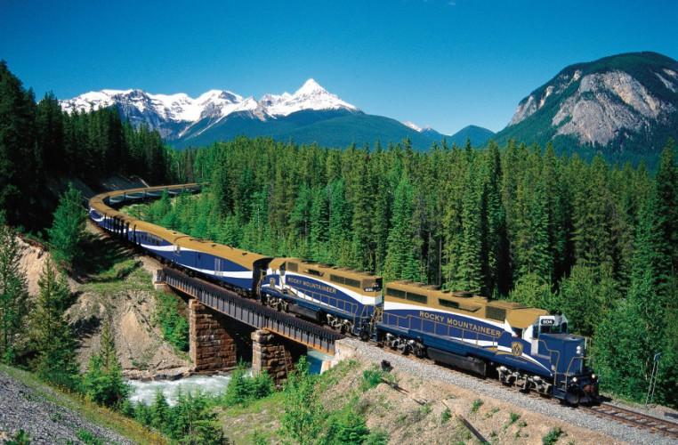 Rocky-Mountaineer-Train-scaled-e1444356790323