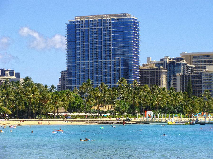Trump-overlooking-Waikiki-Beach