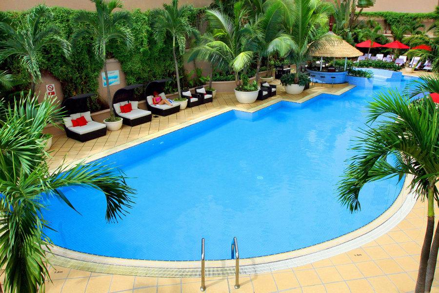 Caravelle-Saigon-Swimming-Pool-01