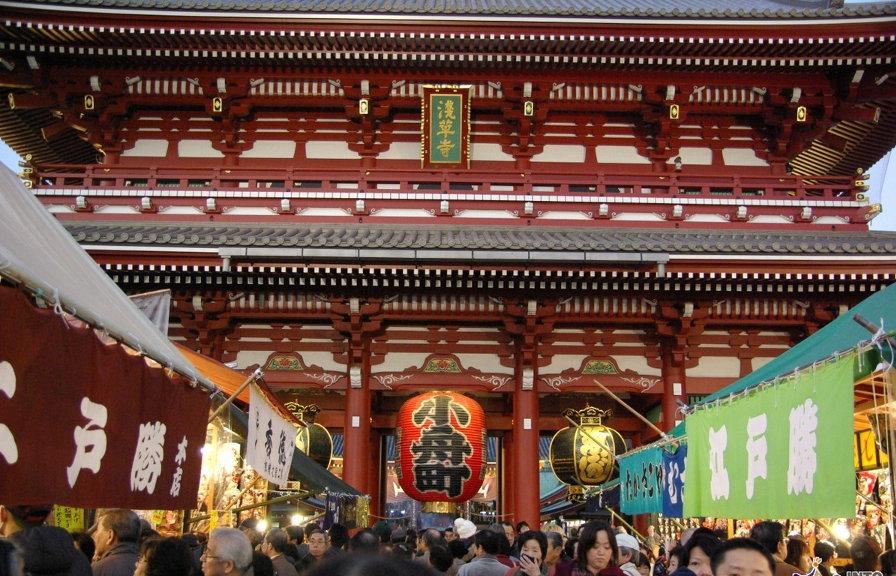 Japan-Sensoji-temple-Asakusa-Tokyo-1