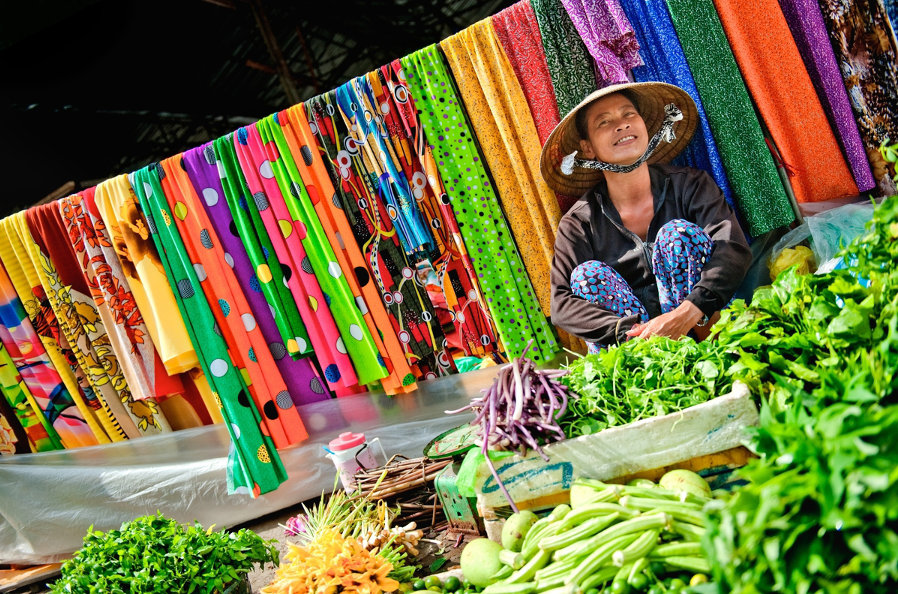 Mekong-Delta-Market-Colourful