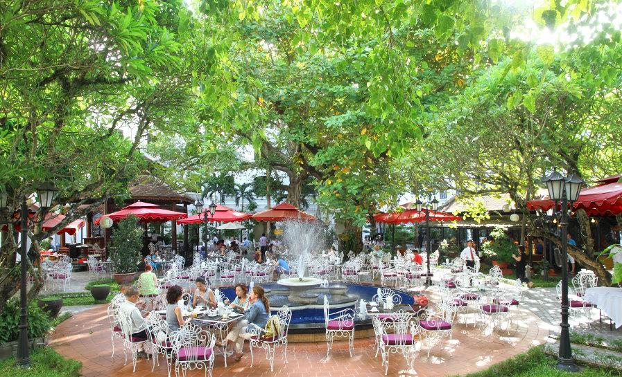 Morin-Hotel-garden