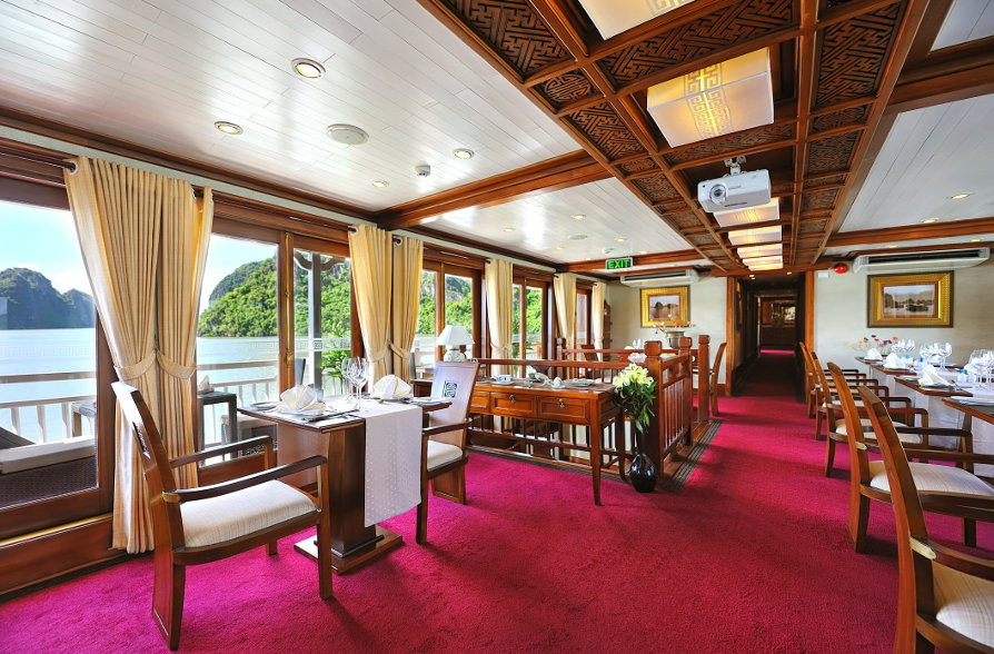 Paradise-Peak-Boat-Dining-Room