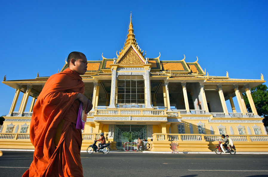 Phnom-Penh-Monk