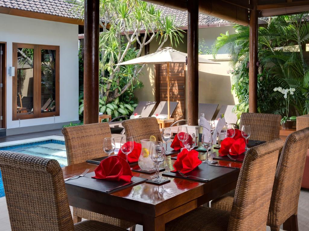 Villa-Kawi-dinner