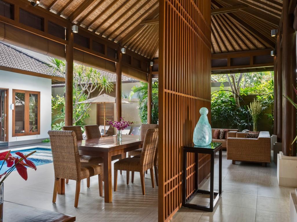 Villa-Kawi-poolside-dining