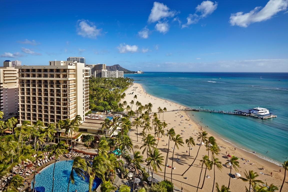 Hilton-Hawaiian-Village-AliiTowerdayexterior_HR