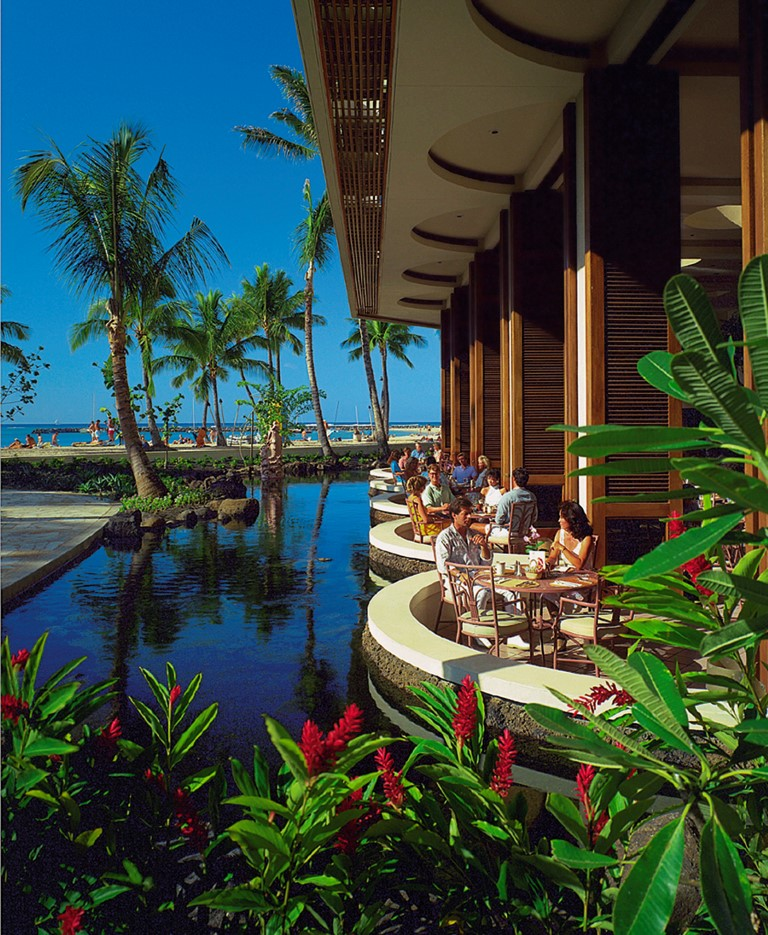 Hilton-Hawaiian-Village-Dining_RainbowLanai_HR