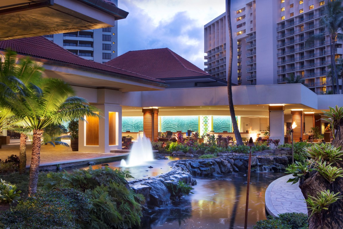 Hilton-Hawaiian-Village-ExteriorLobby20_01_HR