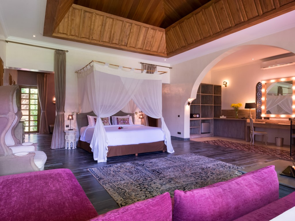 Villa-Sayang-dAmour-French-kiss-room