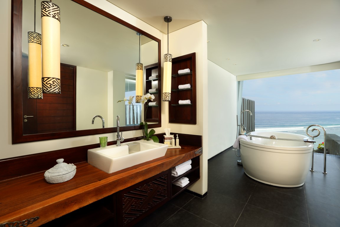 Samabe-Honeymoon-Ocean-Front-Suite-bathtub-with-a-view